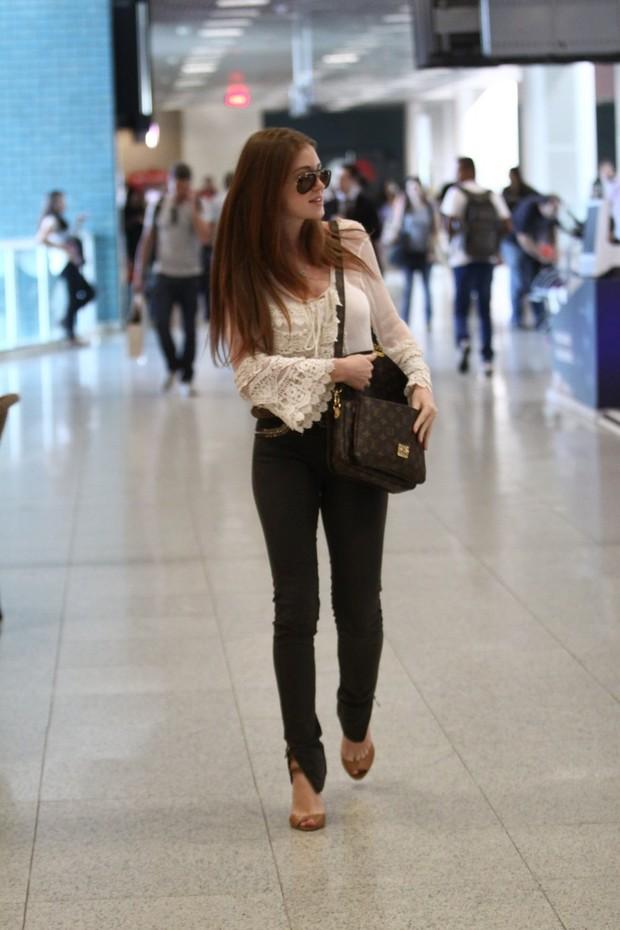 Marina Ruy Barbosa no aeroporto (Foto: Wagner Santos / Foto Rio News)