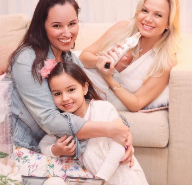 Eliana com Mariana Belém (com a filha, Laura) (Foto: Manuela Scarpa/Brazil News)