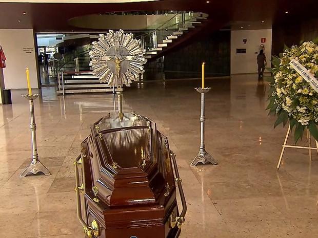 Corpo de Fernando Brant é velado em Belo Horizonte (Foto: Reprodução/TV Globo)