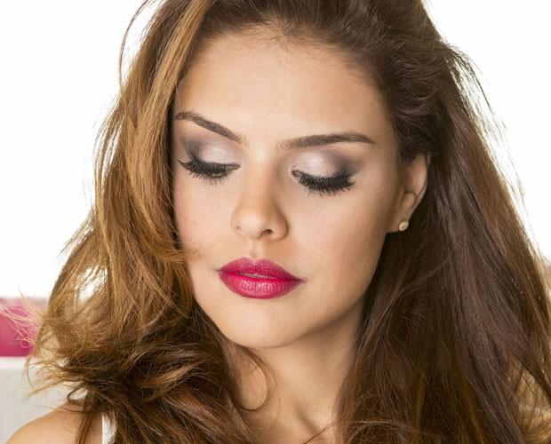 Mistura de cores de sombras deixa a atriz ainda mais sexy (Foto: Inácio Moraes/ TV Globo)