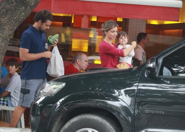 Cauã Reymond, Grazi Massafera e Sophia (Foto: Delson Silva / Agnews)