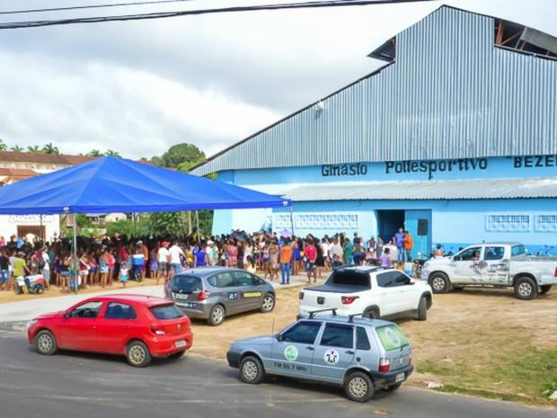 Famílias receberam mais de 400 sacolões de ONG (Foto: Adelcimar Carvalho/G1)