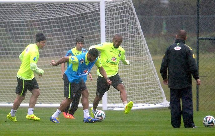 Hulk no treino da Seleção (Foto: Mowa Press)