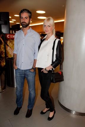 Ana Claudia Michels e o marido em pré-estreia de filme em São Paulo (Foto: Marcos Ribas/ Foto Rio News)