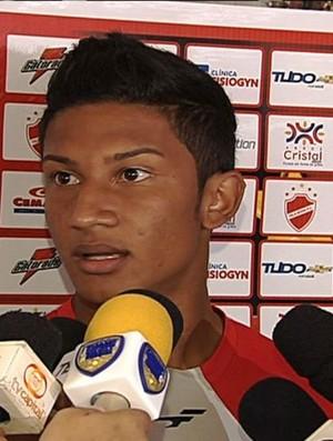 Allan, lateral-esquerdo do Vila Nova (Foto: Reprodução/TV Anhanguera)