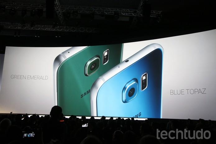 Os smarts da Apple têm câmera traseira com 8 megapixels, enquanto o rival chegou com uma de 16 MP (Foto: Fabrício Vitorino/TechTudo)