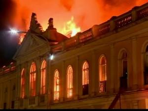 GNews - Incêncio no Mercado Público de Porto Alegre (Foto: GloboNews)