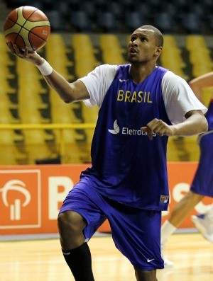 basquete Leandrinho treino da sele&#231;&#227;o (Foto: Gaspar N&#243;brega / Inovafoto)
