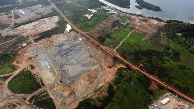 Floresta foi desmatada no entorno das usinas de Jirau, Santo Antônio e Belo Monte  (Foto: AFP/BBC)