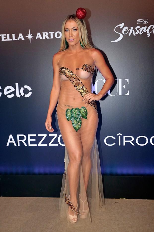 Nua Noiva De Latino Tira Tudo E Vai De Eva Ao Baile Da Vogue Quem