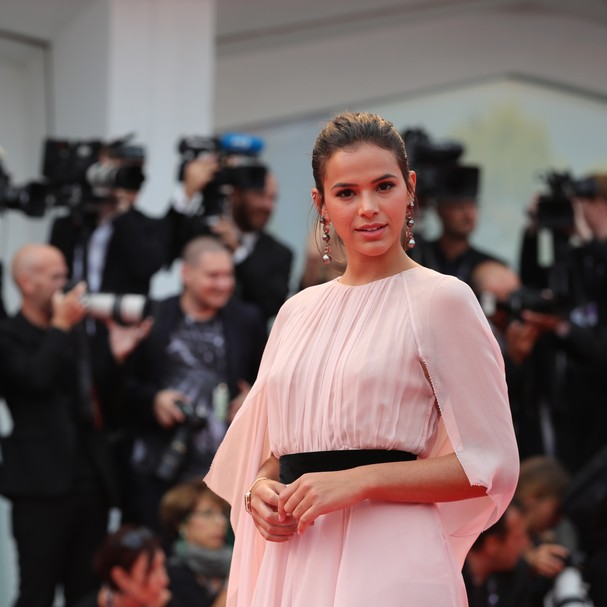 VENICE, ITALY - SEPTEMBER 02:  Bruna Marquezine walks the red carpet ahead of the 'Suburbicon' screening during the 74th Venice Film Festival at Sala Grande on September 2, 2017 in Venice, Italy.  (Photo by Vittorio Zunino Celotto/Getty Images) (Foto: Getty Images)