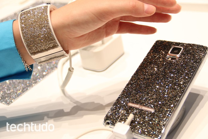 Gear S e Galaxy Note 4 com cristais Swaroviski deixam linha mais luxuosa (Foto: Fabrício Vitorino / TechTudo)