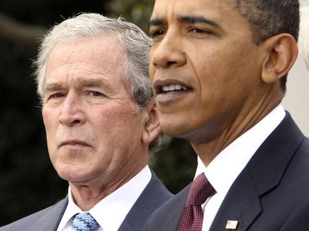 O ex-presidente dos EUA George W. Bush e seu sucessor, Barack Obama, em 16 de janeiro de 2010 na Casa Branca (Foto: AP)