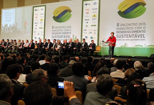 A presidente Dilma Rousseff discursa em abertura do II Encontro dos Municípios com o Desenvolvimento Sustentável (Foto: Roberto Stuckert Filho/PR)