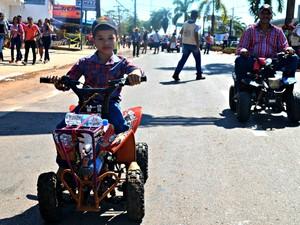 Crianças participaram da Cavalgada 2015 (Foto: Aline Nascimento/G1)