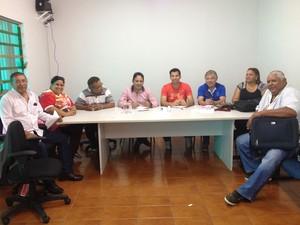 Representantes das escolas de samba de Porto Velho se reuniram na Funcultural (Foto: Gaia Quiquiô/G1)