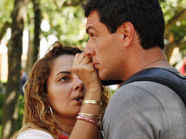 Rodrigo Lombardi recebe retoques na maquiagem (Foto: Salve Jorge/TV Globo)