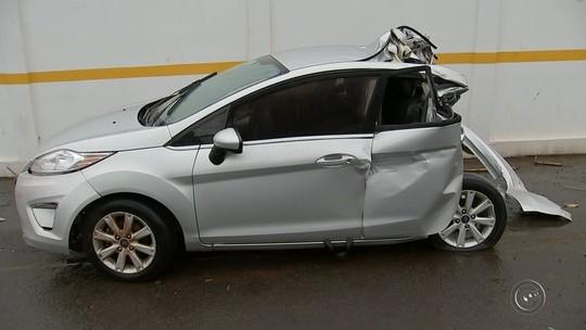 Jovem morre após ter carro atingido por carreta em Piratininga