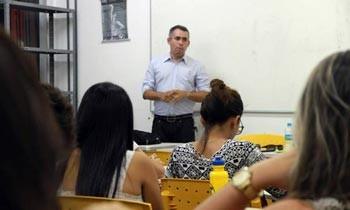 Repórter da TV Clube fala sobre suas experiências no jornalismo   (Foto: Cacos/UFPI)