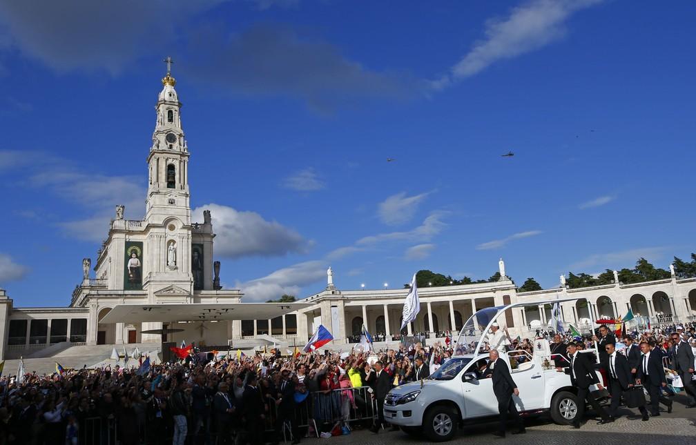 Papa Francisco chega ao Santuário de Nossa Senhora de Fátima (Foto: Tony Gentile/Reuters)