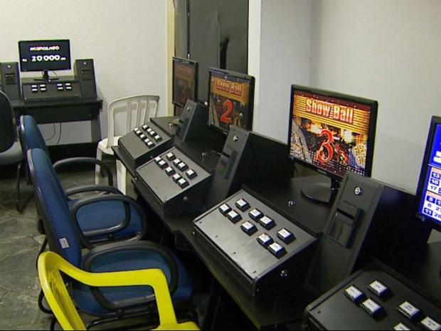 Polícia apreendeu 17 máquinas em casa de jogos clandestina em Ribeirão Preto (Foto: Reprodução/EPTV)