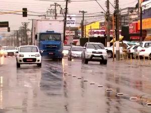 Motoristas quem não respeitarem a 'faixa azul' será multado (Foto: Reprodução/TV Gazeta)