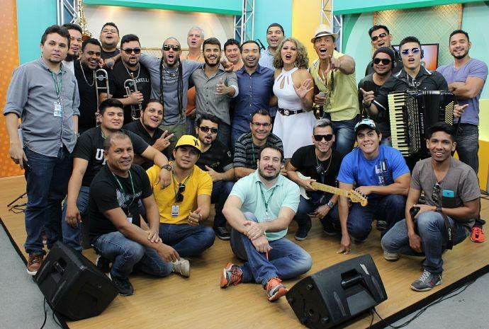 Equipe do Paneiro comemora resultado das gravações (Foto: Katiúscia Monteiro/ Rede Amazônica)