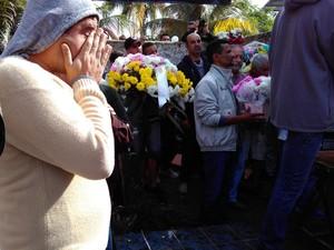 Clima é comoção nos enterros nna Barra do Una (Foto: Filipe Rodrigues/G1)