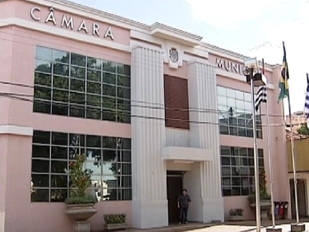 Câmara de Araçatuba só volta a trabalhar no dia 31 de janeiro (Foto: Reprodução / TV Tem)