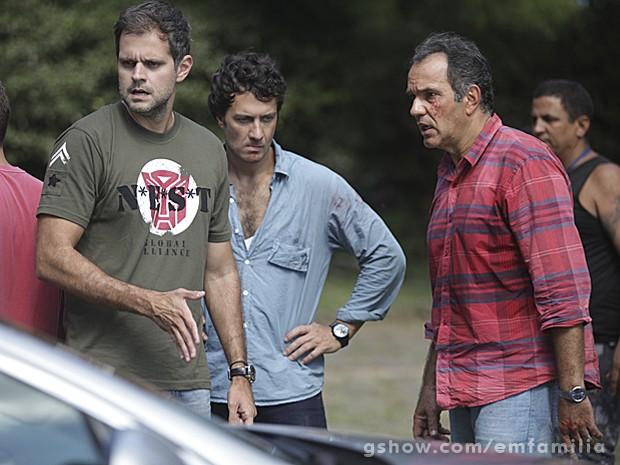 Leonardo Nogueira dirige Humberto Martins e Gabriel Braga Nunes (Foto: Carol Caminha / TV Globo)