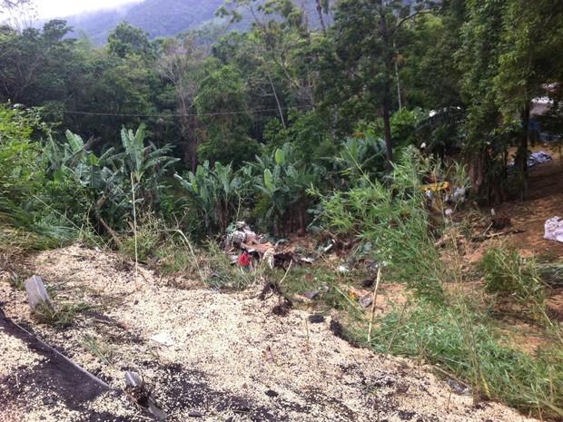 Carga de soja ficou espalhada pela lista (Foto: PRF/Divulgação)