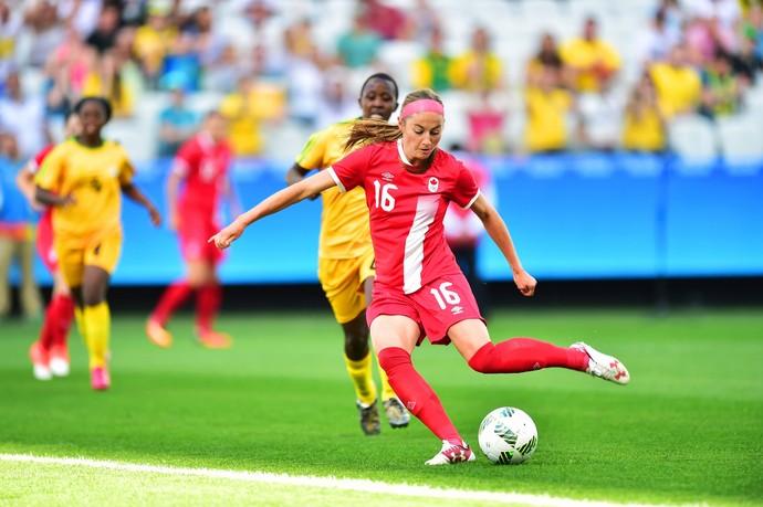 Beckie recebe e finaliza para o gol - Canadá x Zimbábue (Foto: Marcos Ribolli)