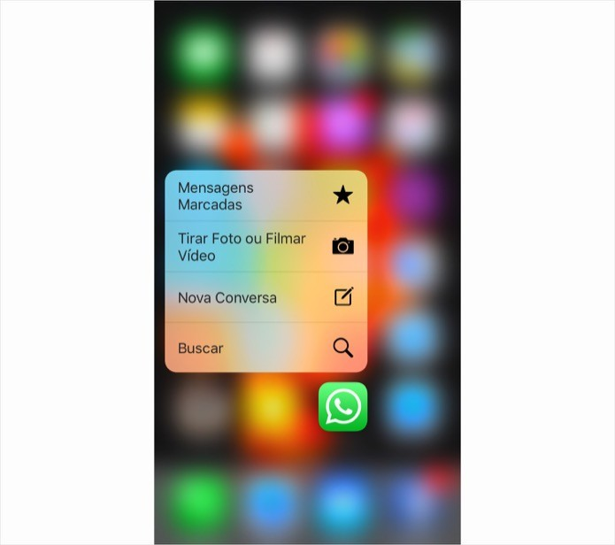 Acessando atalhos do 3D Touch no ícone do WhatsApp (Foto: Reprodução/Helito Bijora)