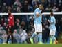 Manchester City vence de virada, mas vê Agüero deixar o campo mancando