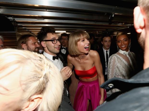 Jack Antonoff, Taylor Swift e Beyoncé no Grammy, em Los Angeles, nos Estados Unidos (Foto: Christopher Polk/ Getty Images/ AFP)