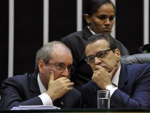 O líder do PMDB, Eduardo Cunha (RJ), e o presidente da Câmara, Henrique Alves, em discussão sobre o Marco Civil da Internet, novembro de 2013 (Foto: Luis Macedo/Câmara)
