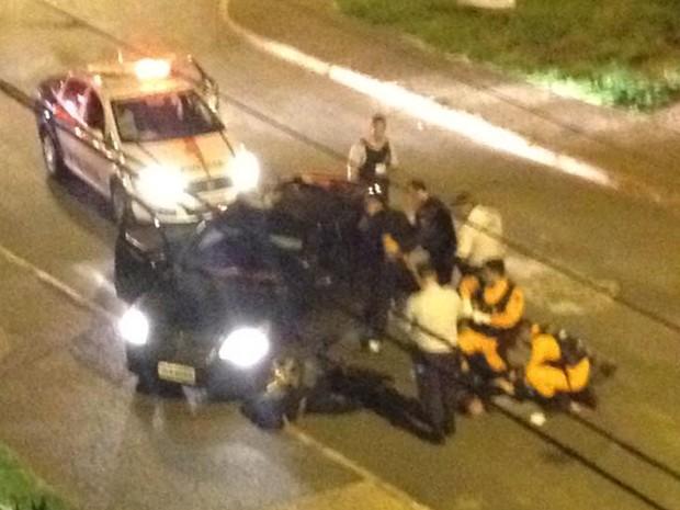 Policiais rendem parte de grupo que atirou contra viatura em avenida de Águas Claras, no DF (Foto: Arquivo Pessoal)