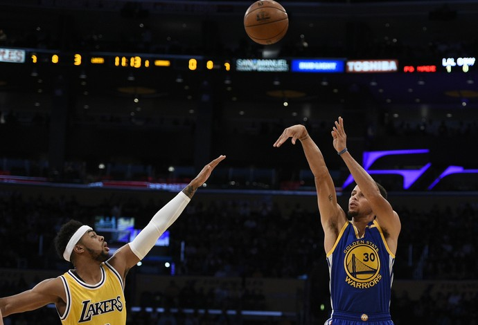 Stephen Curry Warriors x Lakers NBA (Foto: Reuters)