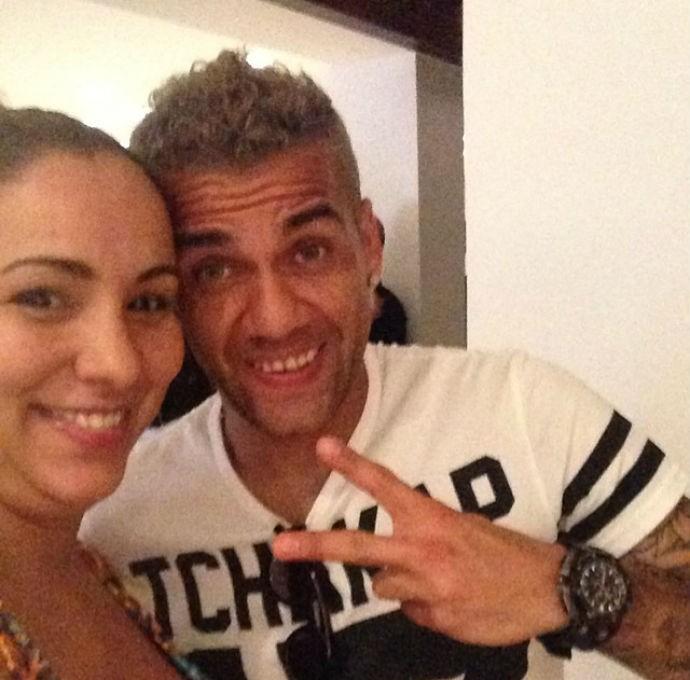 Daniel Alves e a irmã da esposa de Thiago Silva (Foto: Reprodução/Instagram)