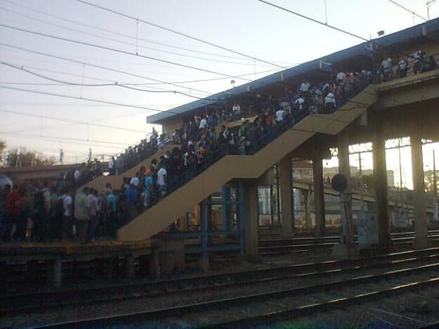 Estação de São Cristóvão está com grande movimentação de passageiros nesta terça (Foto: Christiano Ferreira/G1)