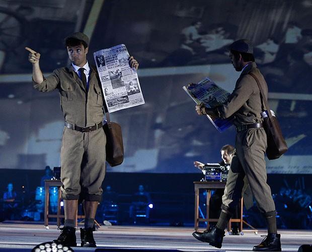 Kayky Brito vive início da história da TV Globo em apresentação (Foto: Raphael Dias / Gshow)
