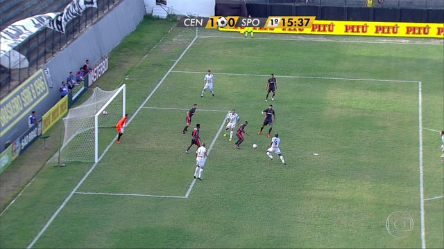 <p>  Charles cruza, Quipapá desvia para o meio e bola sobra para Douglas Carioca mandar por cima do gol.</p>