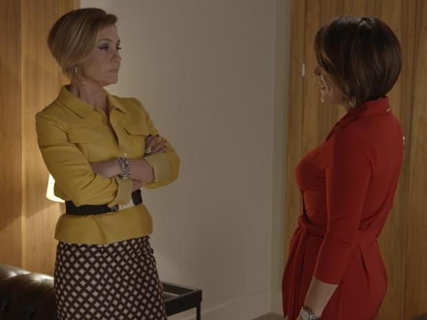 Vilã x vilã: Inês e Beatriz se enfrentam de igual para igual (Foto: TV Globo)