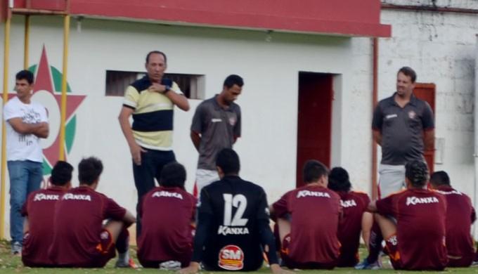 Nedo Xavier se despediu do elenco do Boa Esporte (Foto: Tiago Campos)