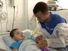 Pai de 23 anos deixa trabalho para cuidar de filho com doença rara na BA