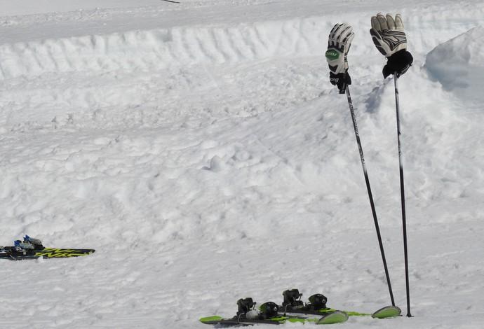 Luvas de ski ficam guardadas de forma curiosa durante o Campeonato Brasileiro (Foto: Thierry Gozzer)