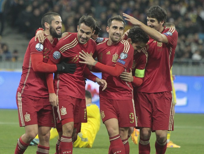 Espanha comemora o gol diante da Ucrânia (Foto: AP Photo/Efrem Lukatsky)