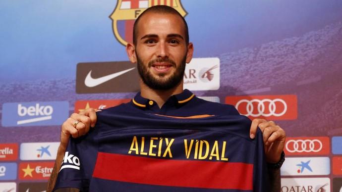 Aleix Vidal apresentação Barcelona (Foto: Divulgação/Site oficial do Barcelona)