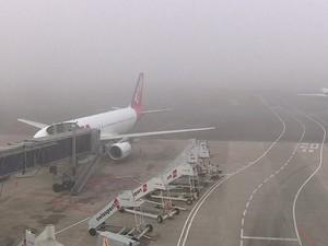 Neblina afetou operações no Aeroporto Salgado Filho, em Porto Alegre (Foto: Reprodução/RBS TV)