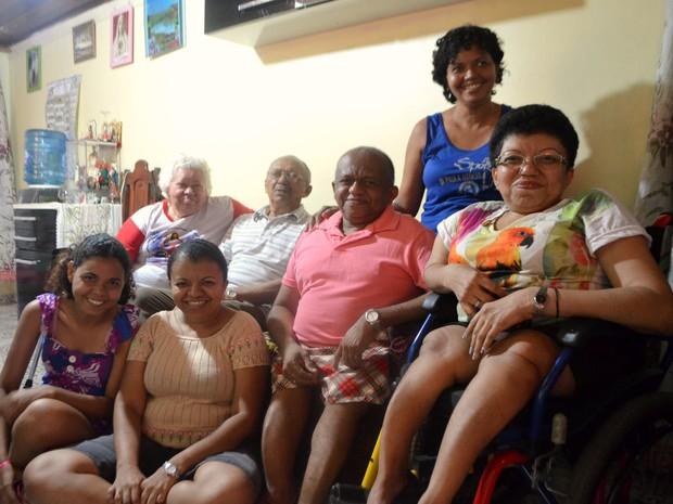 Família tem duas pessoas com a doença  (Foto: Abinoan Santiago/G1)
